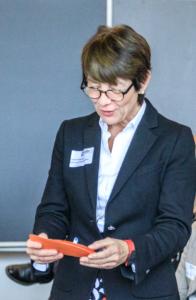 Carmen Kraushaar sammelt die Brainstorming-Ergebnisse