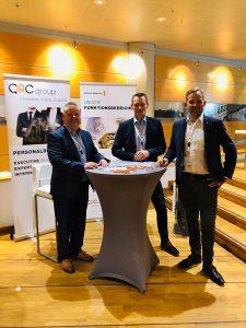 Michael John am Stand der QRC mit Karsten Wannick (OffTEC) und Steffen Schacht (GS-System Nord GmbH)